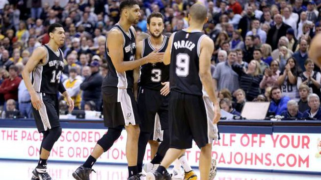 INDIANAPOLIS, IN - FEBRUARY 09: Tim Duncan #21 of the San Antonio Spurs hugs Marco Belinelli #3 after Belinelli made the game winning shot against the Indiana Pacers at Bankers Life Fieldhouse on February 9, 2015 in Indianapolis, Indiana. NOTE TO USER: User expressly acknowledges and agrees that, by downloading and or using this Photograph, user is consenting to the terms and conditions of the Getty Images License Agreement.   Andy Lyons/Getty Images/AFP == FOR NEWSPAPERS, INTERNET, TELCOS & TELEVISION USE ONLY ==
