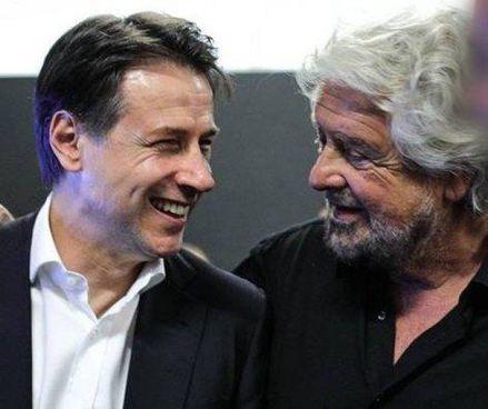 Sorriso ritrovato tra Giuseppe Conte, 56 anni, e Beppe Grillo, classe 1948