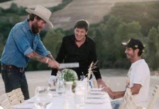 """Jovanotti (54 anni),. Morandi (76 anni) e. Rossi (42 anni) nel video """"L'Allegria"""""""