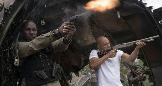 """Tyrese Gibson con il supereroe in carne e ossa Vin Diesel in """". Fast and Furious 9"""", presentato al Festival di Cannes"""