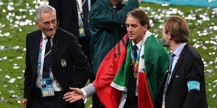 Roberto Mancini con Gabriele Gravina dopo il trionfo europeo
