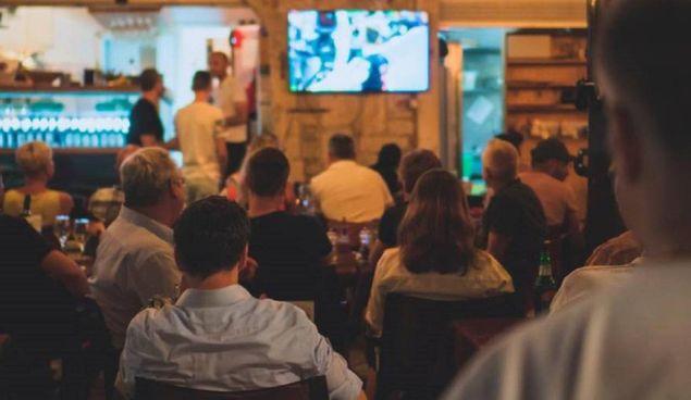A Roma si è sviluppato in un pub un focolaio di contagiati dopo la partita Italia-Belgio di due settimane fa: 91 contagiati
