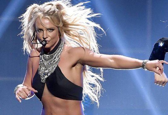 Britney Spears, 39 anni, al centro di una battaglia legale contro la tutela paterna