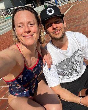 """Federica Pellegrini, 32 anni, e Matteo Giunta, 39. La finale dei 200 stile femminili, che sarebbe la quinta olimpica per la """"Divina"""", è mercoledì 28 luglio"""