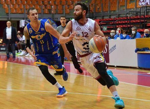 Antonello Amos Ricci in azione. nel derby contro Piombino (Foto Novi)