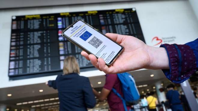 Green pass per viaggi, mi serve per andare all'estero? Ecco le regole Paese  per Paese - Cronaca