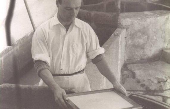 Lavorazioni manuali all'antica cartiera «Le Carte» di Pescia