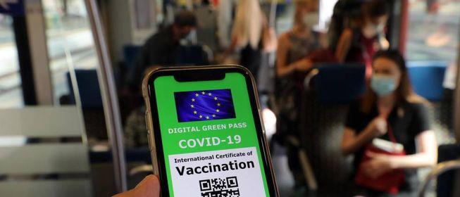 Green pass: Draghi ha deciso. Trasporti, scuola, università e alberghi,  ecco cosa cambia - Cronaca