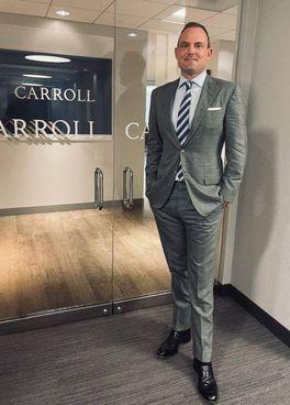 Patrick Carroll. ha 41 anni ed è nato in Florida a Tampa Bay