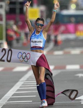 L'arrivo vincente di Antonella Palmisano ieri mattina nella 20 km di marcia