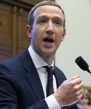 Mark Zuckerberg, 37 anni, è ad e presidente di Facebook da aprile 2013