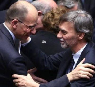 Il segretario Pd, Enrico Letta, 54 anni, e l'ex ministro Graziano Delrio, 61 anni, in Parlamento