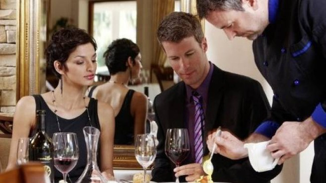 Cena al ristorante (immagine d'archivio)