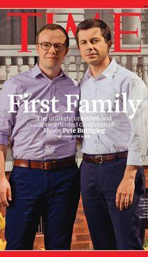 Il ministro Usa Pete Buttigieg, 39 anni, e il marito Chasten Glezman. (32)