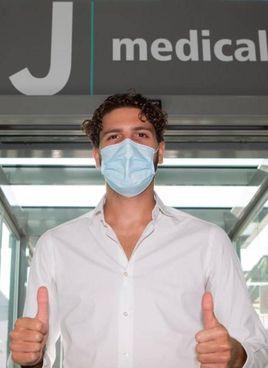 Manuel Locatelli, 23 anni, ieri al JMedical di Torino per le visite mediche: poi la firma sul contratto