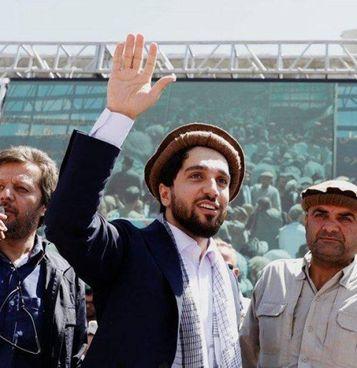 Ahmad Massoud, 32 anni, guida la resistenza. Nella foto a destra, il padre Ahmed