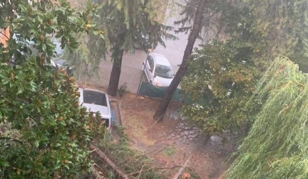 Nel primo pomeriggio si è abbattuto un temporale sul capoluogo: gravi danni e tanti disagi tra Perugia e il Trasimeno