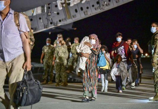 I primi proughi atterrati provenienti dall'Afghanistan