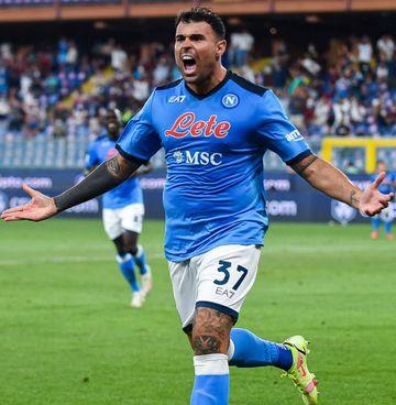 Andrea Petagna, 26 anni, esulta per il gol che ha regalato la vittoria al Napoli sul campo di Marassi: curiosamente potrebbe restare a Genova, spond Sampdoria