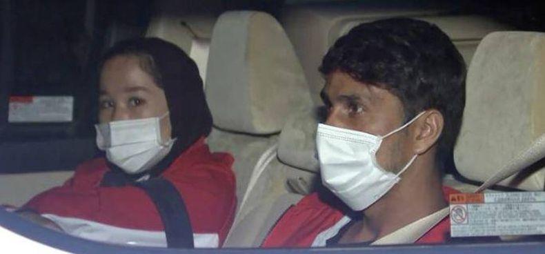 L'arrivo da Kabul a Tokyo degli atleti Zakia Khudadi, 22 anni, e Hossain Rasouli, 26