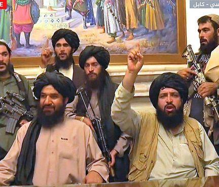 I talebani nel palazzo presidenziale di Kabul, immagini. in esclusiva su Al Jazeera