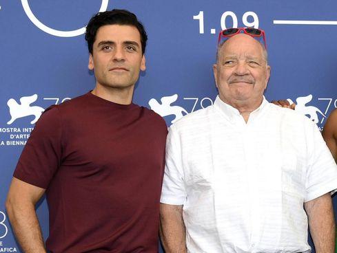 L'attore Oscar Isaac (42 anni) e Paul Schrader (75), regista di Gioco d'azzardo