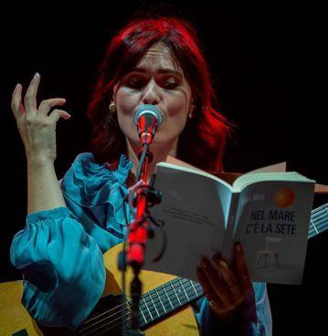La cantautrice pugliese Erica Mou oggi a Palazzo Pretorio Foto Filiberto Mariani