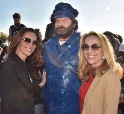 L'inaugurazione della. statua di Bud Spencer sul lungomare di Livorno con le figlie dell'attore