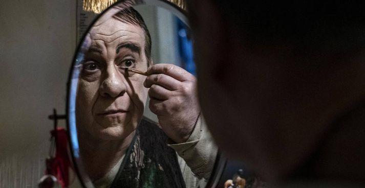 Esce nelle sale. domani il film dedicata alla vita dell'attore comico napoletano Eduardo Scarpetta. , interpretato Toni Servillo