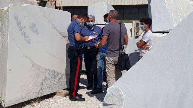 rilievi dei carabinieri di Pietrasanta e degli ispettori Asl