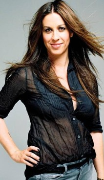 La cantante e attrice canadese Alanis Morissette, 47 anni