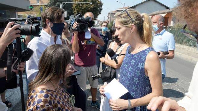 Aya Biran-Nirko, la zia paterna di Eitan parla coi giornalisti (Ansa)