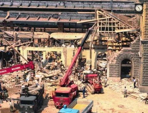 L'esplosione alla stazione di Bologna alle 10,25 di sabato. 2 agosto 1980 causò la morte di 85 persone