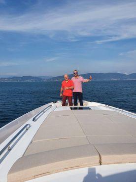 Giuliano e Stefano Barducci a bordo di un'imbarcazione sulla quale. è stato installato l'innovativo sistema 'Tek'