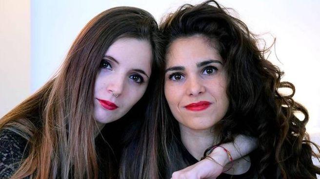 Erika Mattina, a sinistra, con la fidanzata Martina Tammaro