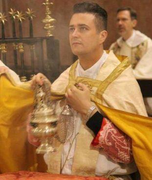Don Francesco Spagnesi, 40 anni, l'ex parroco della diocesi di Prato finito. agli arresti domiciliari