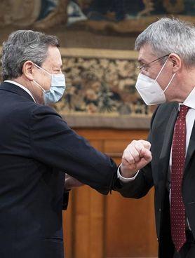 Il premier Mario Draghi, 74 anni, e il leader della Cgil, Maurizio Landini, 60