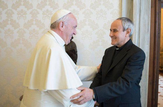 Papa Francesco, 84 anni, insieme al presidente di Cl don Julián Carrón, 71 anni