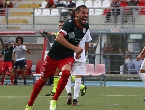 Il centrocampista e capitano dei Rimini, Andrei Tanasa (. foto Petrangeli