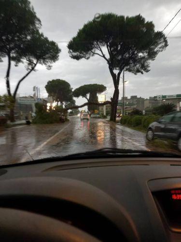 Mau tempo na Toscana: há granizo e chuva forte, inundações