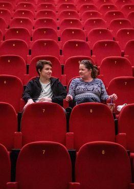 La capienza al chiuso di cinema, teatri e sale concerto viene alzata all'80%: all'aperto, invece, sarà consentito il 100% di spazio