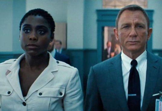 """Lashana Lynch (33 anni) con Daniel Craig (53 anni) in """"No Time to Die"""""""