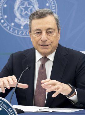 Il premier Mario Draghi, 74 anni, ieri ha presentato la nota di aggioramento al Def