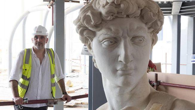 Il David protagonista a Expo 2020 è alto come l'originale ma pesa di meno Quattro quintali contro quello lapideo da 5 tonnellate