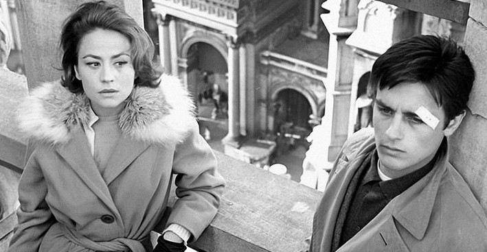 """Annie Girardot (1931-2011) e Alain Delon (85 anni) in """"Rocco e i suoi fratelli"""" (1960)"""