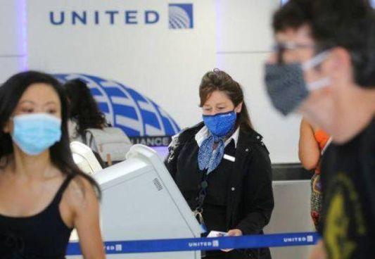 La compagnia aerea United Airlines licenzia 593 dipendenti che. non si sono vaccinati