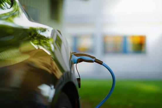 Nel futuro della mobilità su gomma sempre più ampio il ricorso alla propulsione elettrica da parte dei grandi marchi
