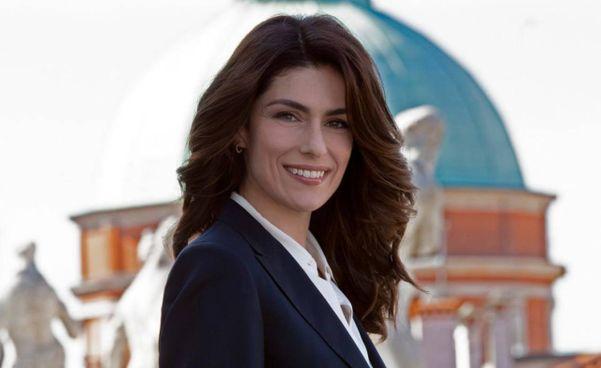 """Anna Valle, 46 anni, nella serie tv di Canale 5 """"Luce dei tuoi occhi"""""""