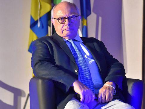 Massimo Galli, 70 anni, primario di Malattie infettive all'ospedale Sacco di Milano