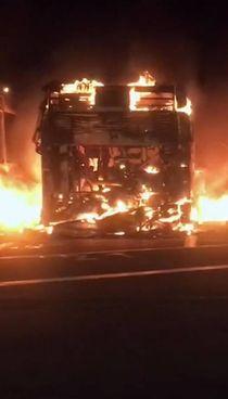 Le fiamme nel deposito dell'Atac hanno distrutto 26 autobus